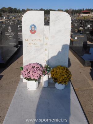 Nadgrobni spomenik #4