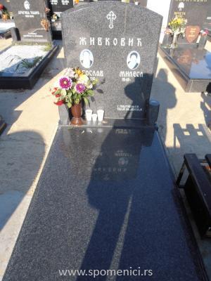 Nadgrobni spomenik #28