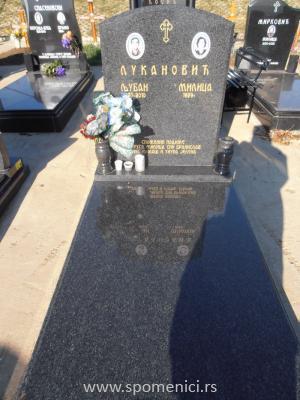 Nadgrobni spomenik #32