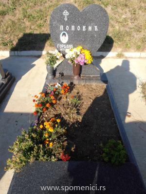 Nadgrobni spomenik #38
