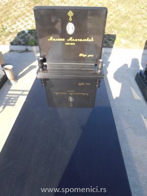 Nadgrobni spomenik #40