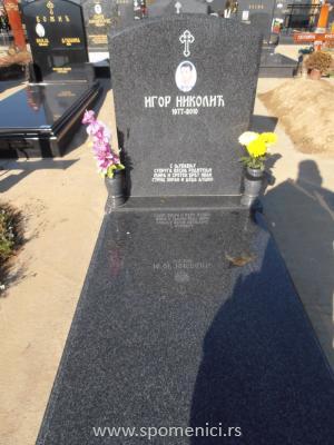 Nadgrobni spomenik #51