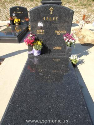 Nadgrobni spomenik #74